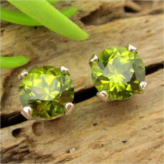 San Carlos Arizona peridot stud earrings