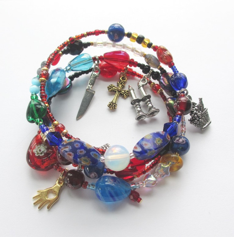 Puccini's passionate drama Tosca is told with meaningfully chosen beads.