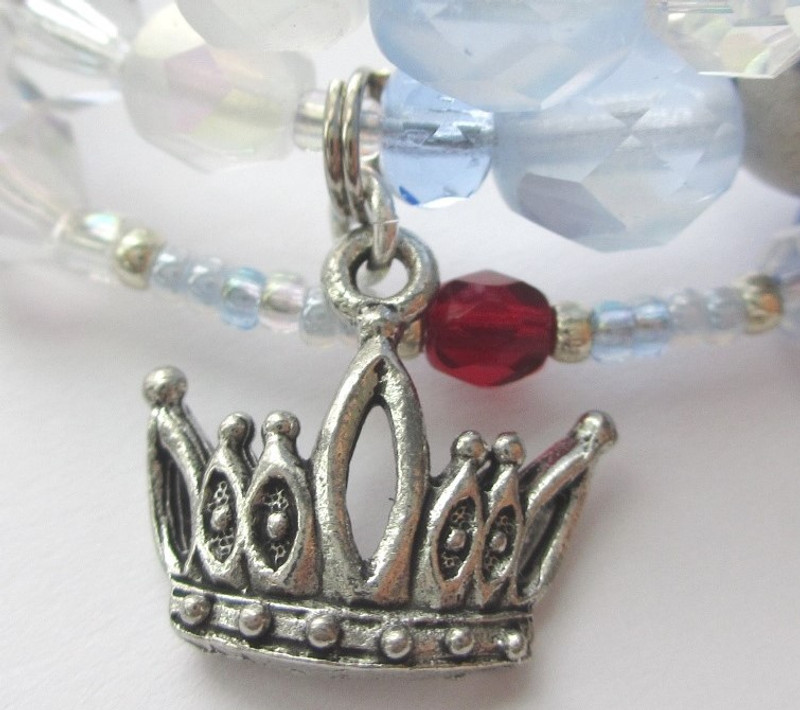 The crown charm symbolizes Turandot herself, answer to the third riddle.