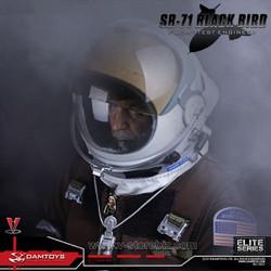 DAMTOYS 78031 SR-71 Black Bird Flight Test Engineer