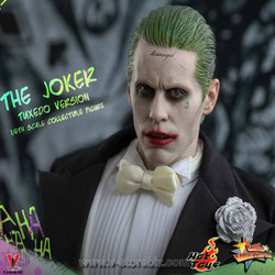 Hot Toys MMS395 Suicide Squad Joker (Tuxedo Version)