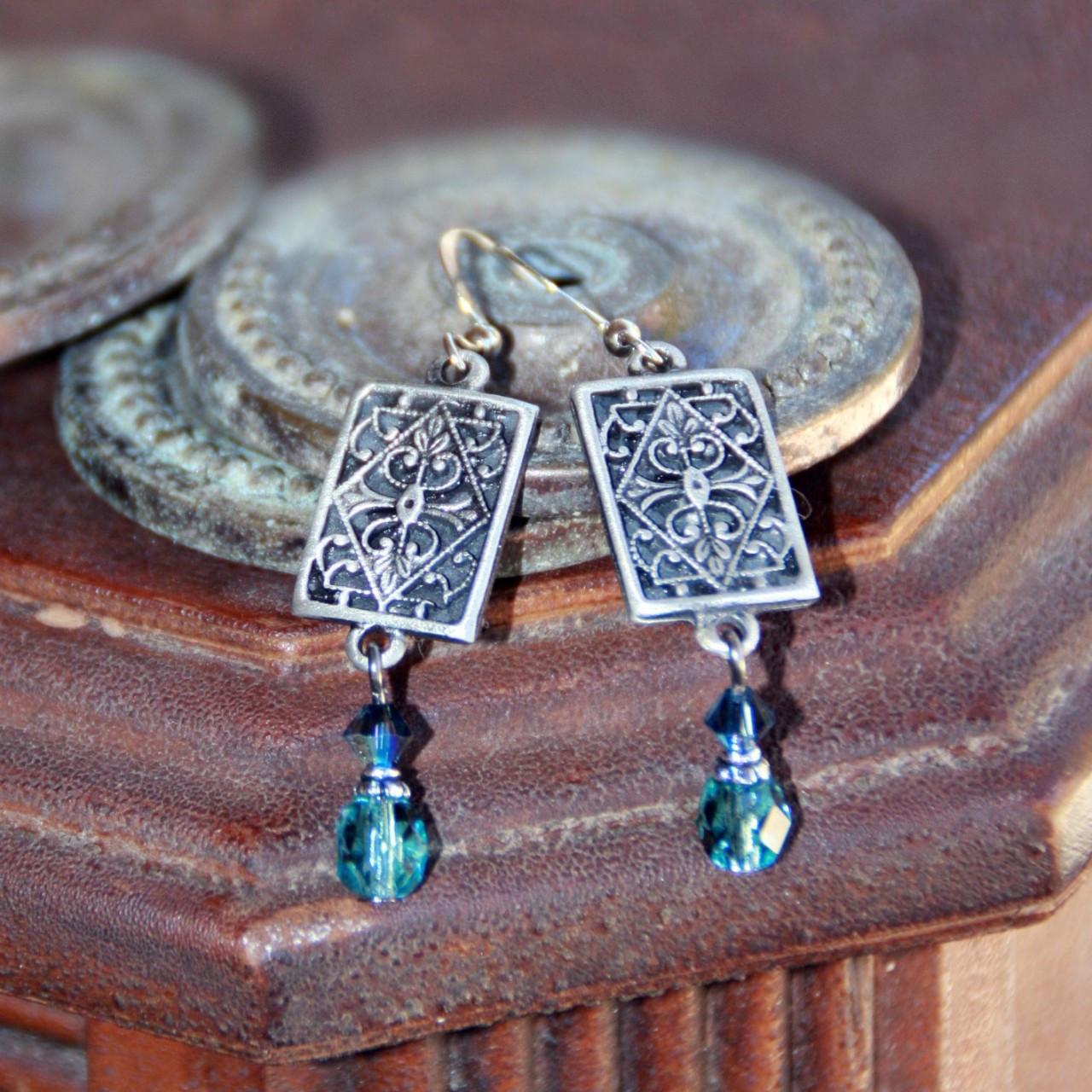 IS-541  Vintage style Drop Earrings