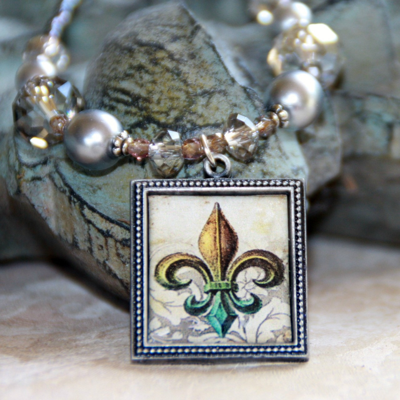 ART-217 WOW! Fleur de Lis ART Collection Necklace