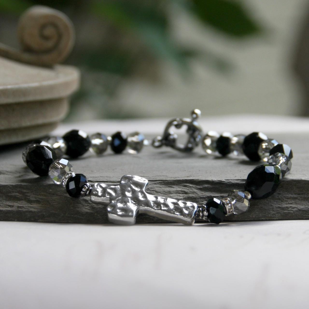 IN-115 Hammered Design Black & Platinum Bracelet