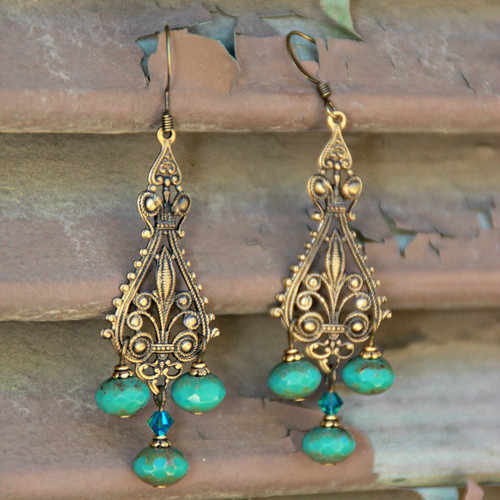 IS-532  Vintage Elegant Earrings
