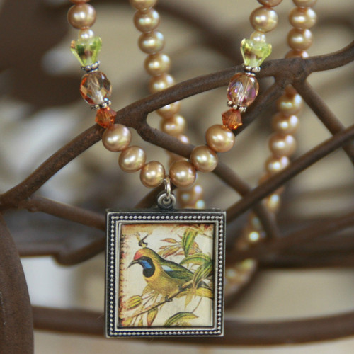 ART-204 Elegant Bird and Pearl Necklace