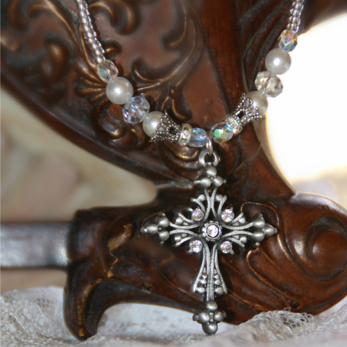IN-629 Elegant Jeweled Cross Beaded Necklace