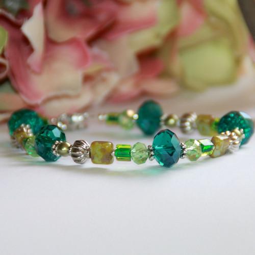 IS-420 Green beautiful beaded Bracelet