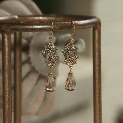IS-565  Detailed Elegant Drop Earrings
