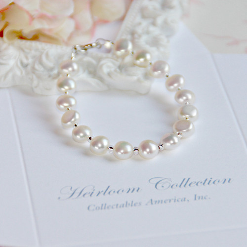 "CJ-384-6  Freshwater Pearl Button style Pearls 6"" Bracelet"