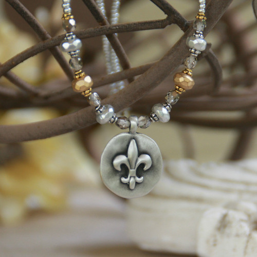 IS-177  Two-tone Beautiful Fleur de Lis Necklace