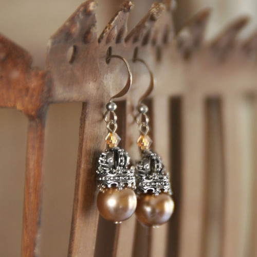 """IS-185 Timeless Pearl Earrings with """"Crown"""" Accents"""