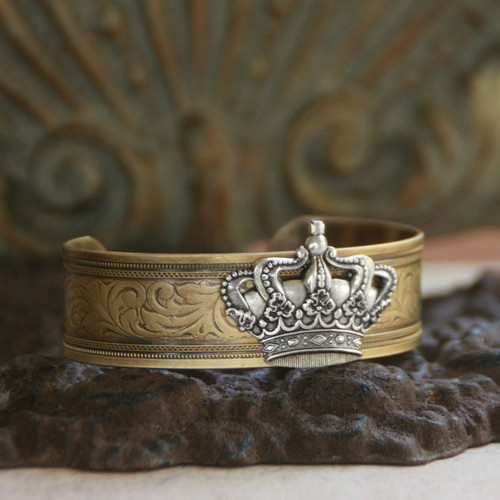ART-154  Royalty Crown Cuff Bracelet..Never leave the house without your Crown!