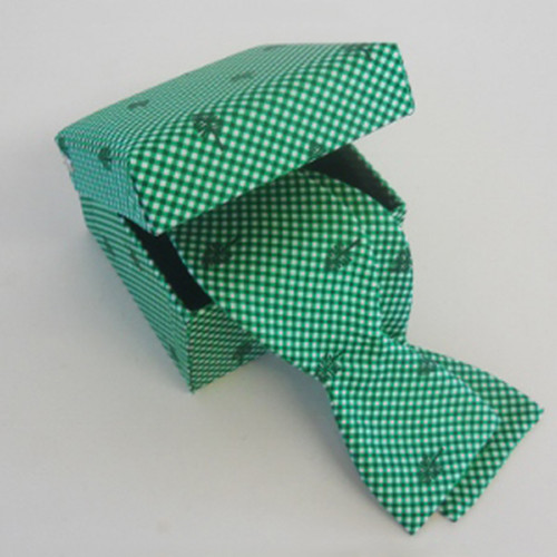 Gingham Lone Pine Bow Tie