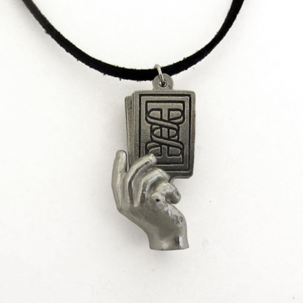 poker hand pendant in closed position