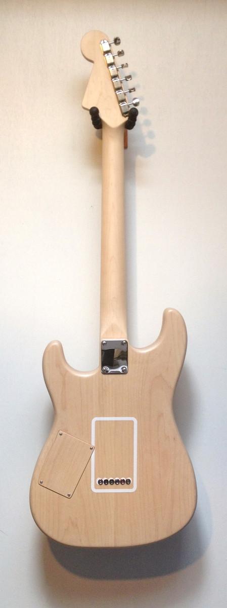 "Barton's Guitar ""Draw"" White w/bag"