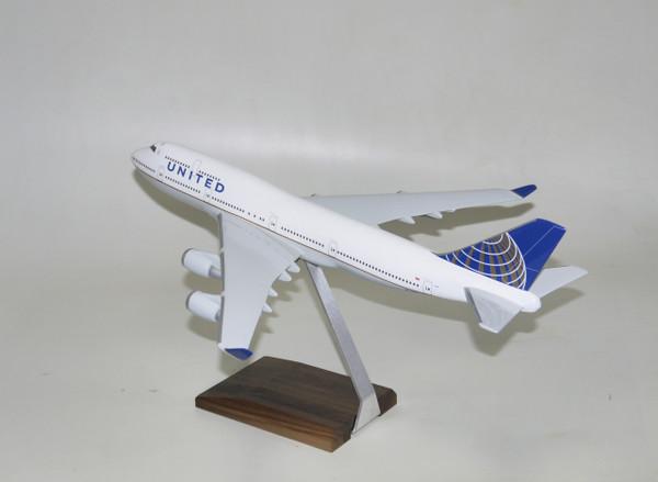 United B747-400