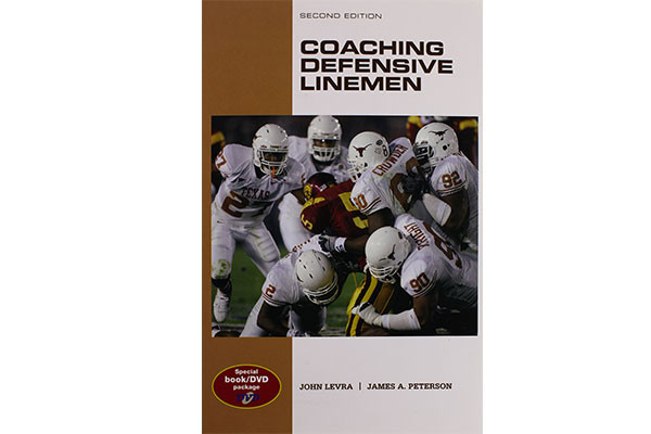 Coaching Defensive Lineman (2nd. Ed.) by John Levra & James A. Peterson