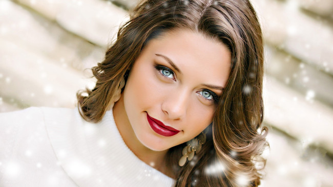 Get The Look: Miss Illinois' Luminous, Wintry Glow