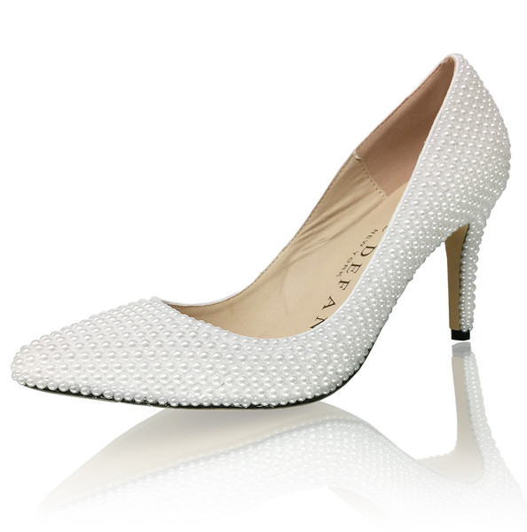 "3"" Pointed Bridal Pearl Pumps"