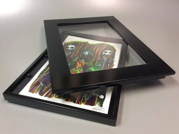 frame lid comes off for easy viewing. pages can be viewed like a photo album, taken out, added to and switched around. Front print is what is displayed.