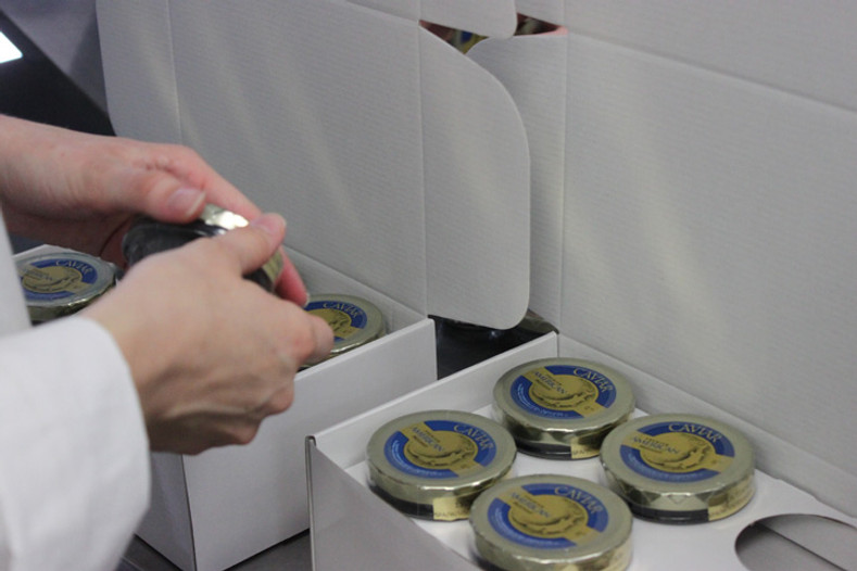 What's the best way to package and ship caviar?