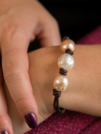 Beautiful earthy pearl and leather bracelet