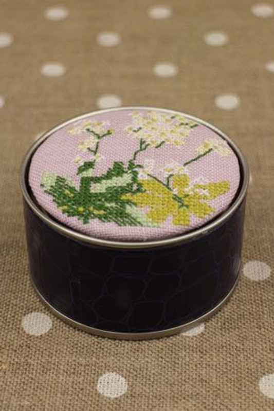 Sajou Cross Stitch Kit - Dyer's Woodruff - Box to Embroider