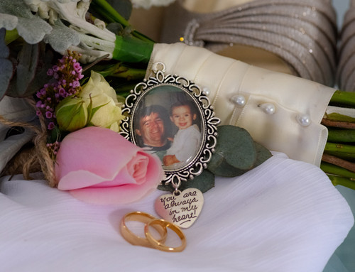 """Bouquet Charm (Oval w/ """"You are always in my heart"""" charm)- Indie Design"""