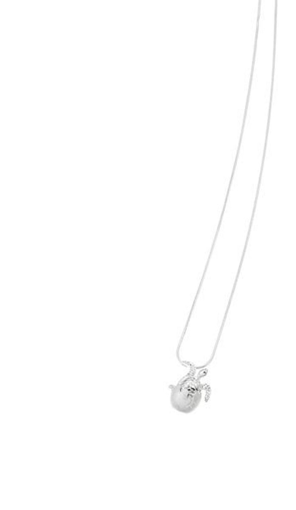 Show your love of sea turtles with this beautiful hatchling necklace! Makes a great gift for friends or family.