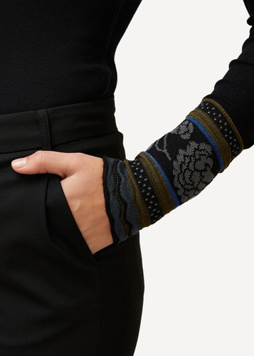 Grete Oleana Bold Patterned Wristlet, 315O Black
