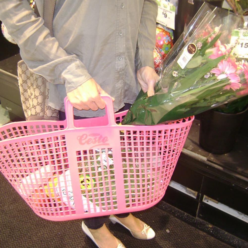 Tubtrugs Cesto is very handy in the supermarket.