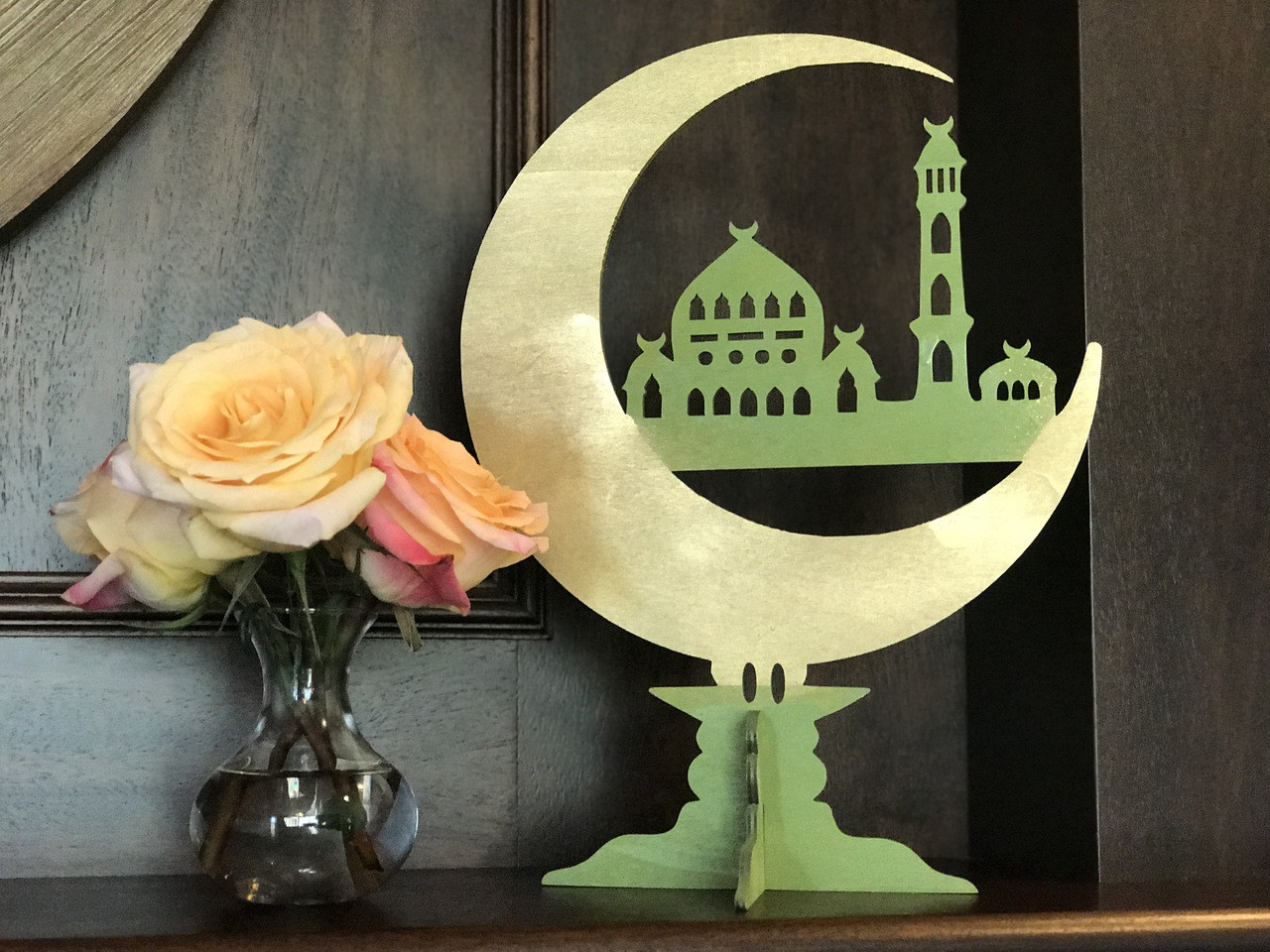 Moon Mosque Center Piece Stand