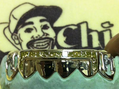 Style-y0475 6 Cap Open Face Initial 6 Medium Canary Princess Cut Bars