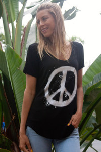BLACK PEACE SIGN S/S V NECK