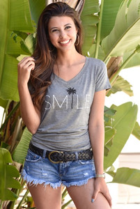 SMILE S/S V NECK with 3 PALMTREES on back.