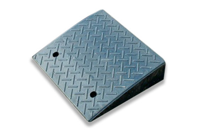 Kerb Ramp - RUBBER 480 x 430 x 110mm BLACK (14.6kg)