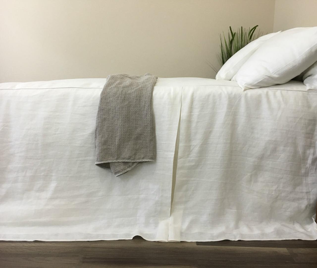 Attirant White Linen Bed Cover, Tailored Pleat