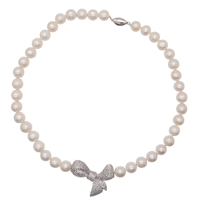 White Round Pearl Necklace with Bow