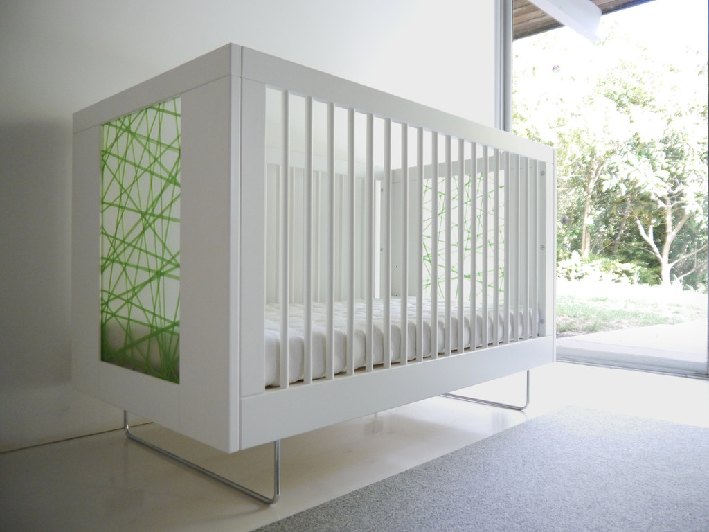 Alto Crib shown with Green Strand panels.