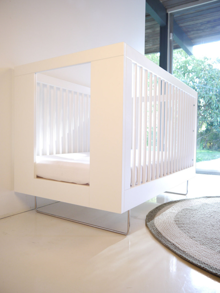 Alto Crib with Transparent Clear Acrylic End Panels