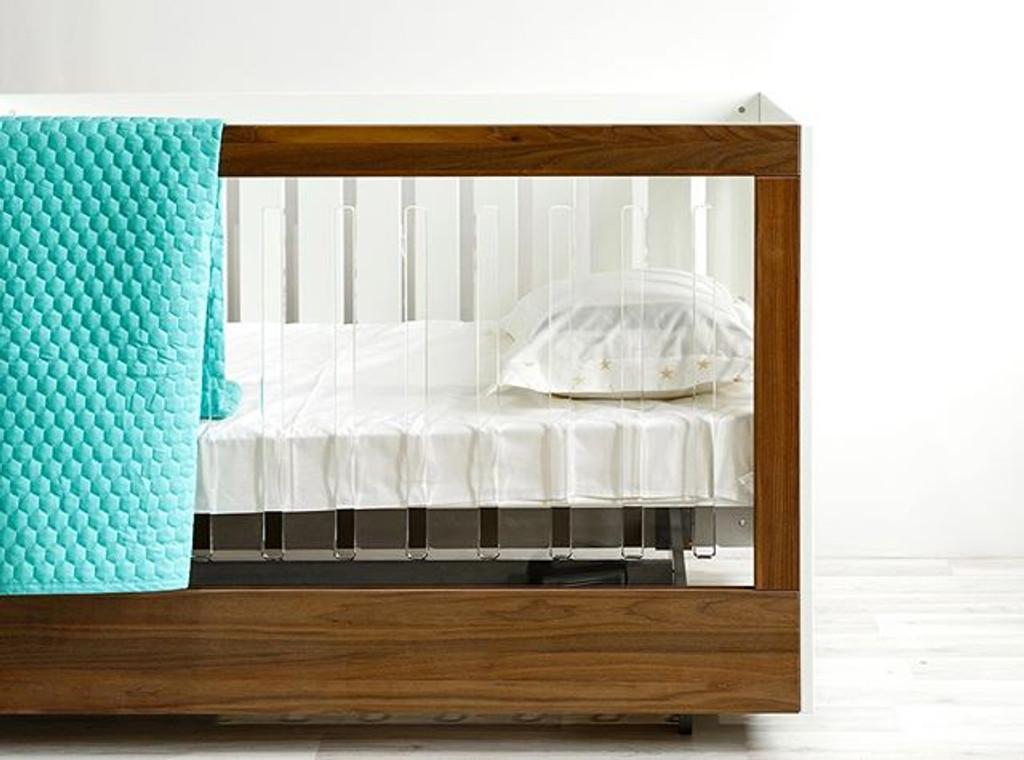 Roh Crib - One Side Acrylic and Walnut