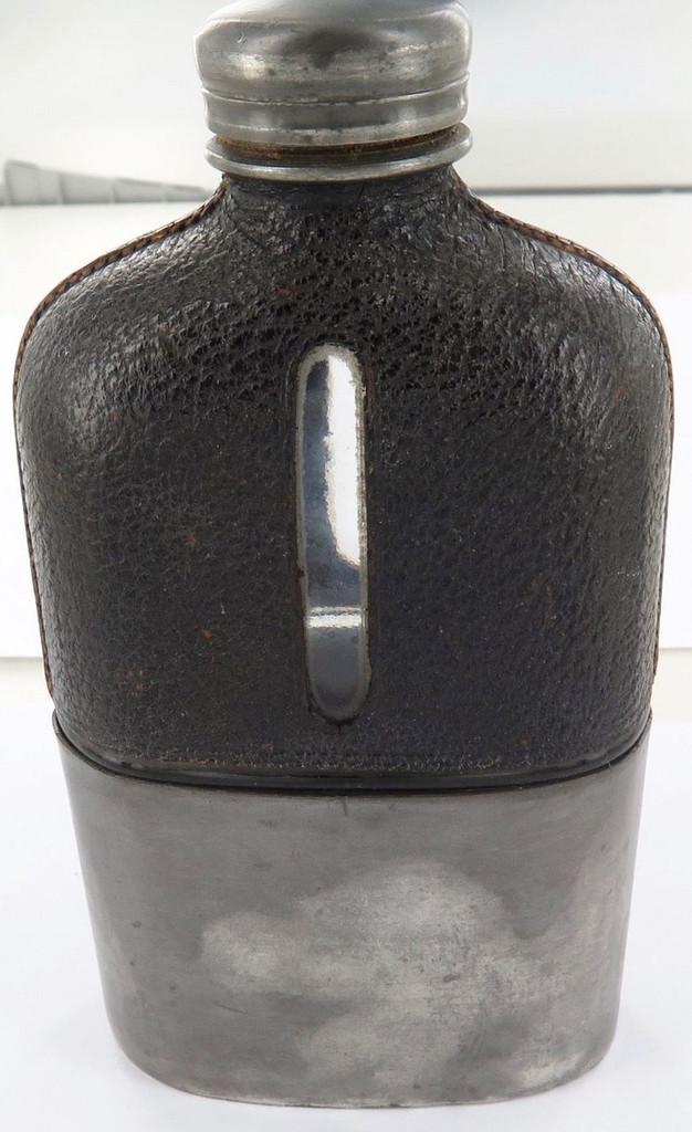 Super rare  KIA  25/4/1918  R.A.F. 2ND Lieutenant A G LEVY. engarved hip flask