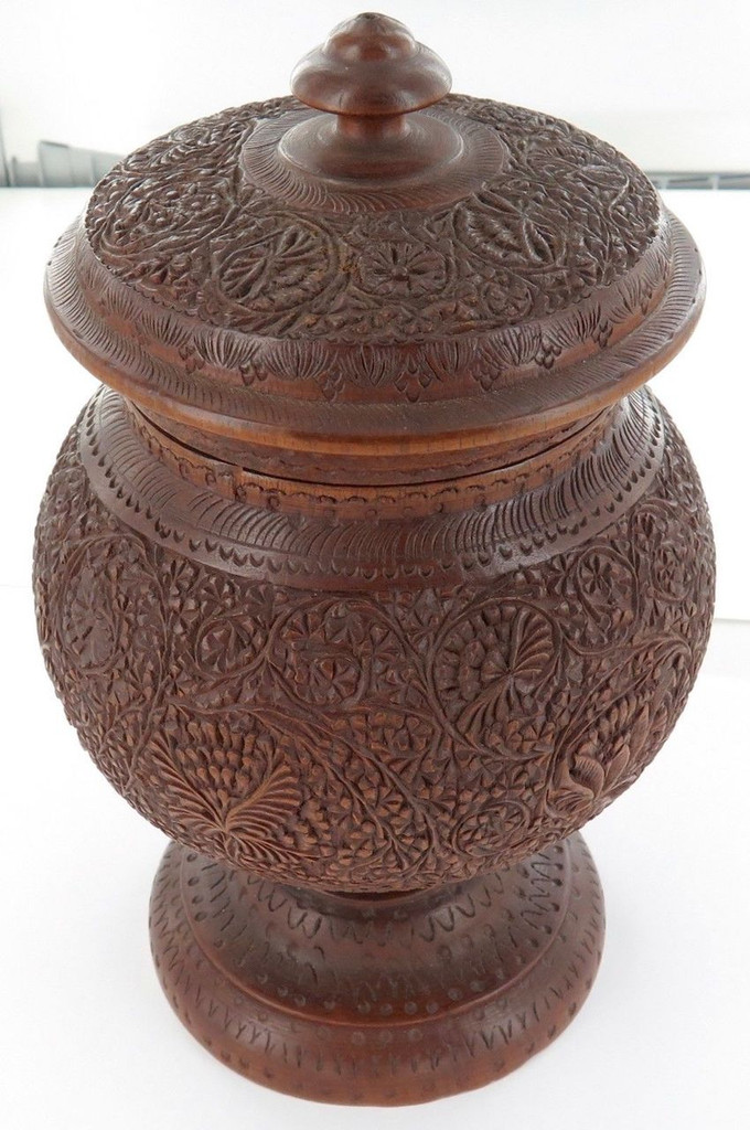 Stunning intricately carved antique Anglo Indian exportware sandalwood tea caddy