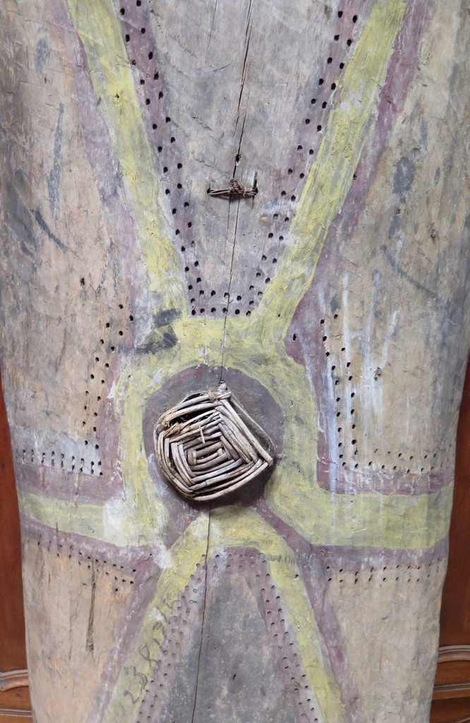 Huge Vintage 100% genuine PNG tribal wooden war shield, museum quality #8