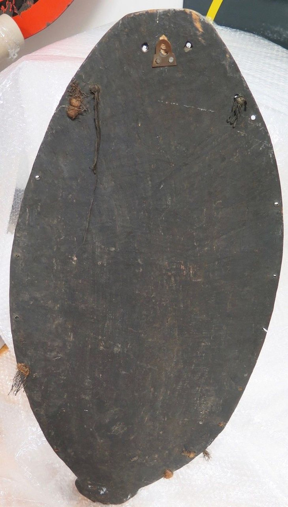 Very large quite old PNG Highlands tribal mask / display of carved wood