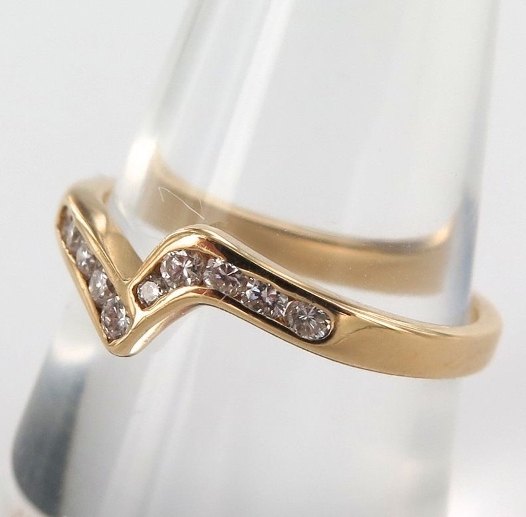 18ct yellow gold & 10 stone diamond wedding ring  with valuation $1800