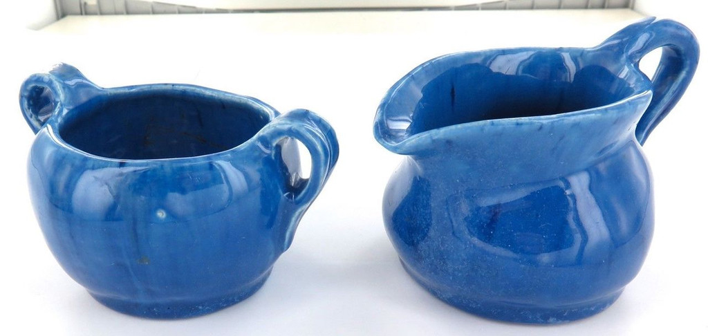 1934 HARVEY SCHOOL POTTERY. MATCHING PAIR SUGAR & CREAMER. DATED & INITIALLED.