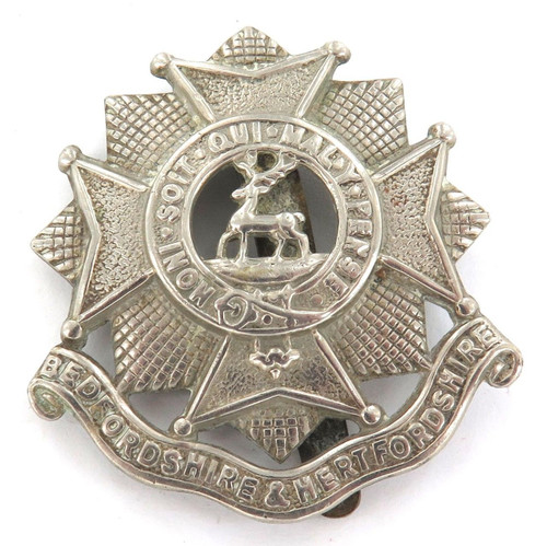 VINTAGE BRITISH MILITARY WHITE METAL BADGE. BEDFORDSHIRE & HERTFORDSHIRE