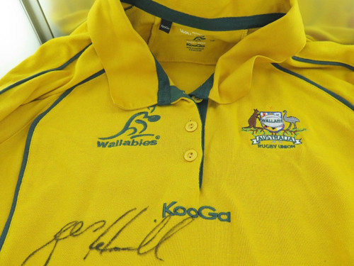 RUGBY UNION. WALLABIES SIGNED OFFICIAL KooGa SUPPORTERS SHIRT. 12 SIGNATURES.